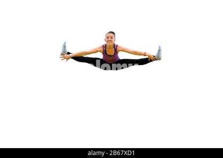 Weibliche Turnerin springt und spaltet isoliert auf Weiß - Stockfoto
