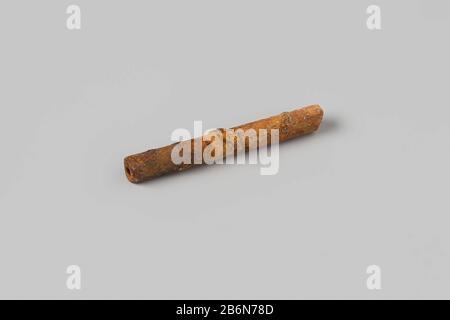Rohr, Stamm; Fragment. Hersteller : AnoniemPlaats Herstellung: Nederland dating: 1700 - in of Voor 13-aug-1743 Material: Pijpaarde Abmessungen: L 5 cm. × d 0,7 cm. Datum: 1743-08-13 - 1743-08-13 - Stockfoto