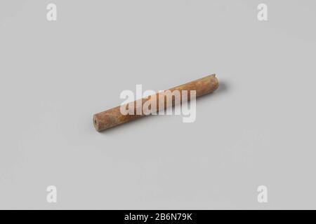 Rohr, Stamm; Fragment. Hersteller : AnoniemPlaats Herstellung: Nederland dating: 1700 - in of Voor 13-aug-1743 Material: Pijpaarde Abmessungen: L 5 cm. × d 0,6 cm. Datum: 1743-08-13 - 1743-08-13 - Stockfoto