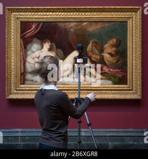 Die National Gallery, London, Großbritannien. März 2020. Titian: Love Desire Death, eine große Ausstellung, die Tizians kompletten Zyklus von Gemälden, bekannt als die poesie, vereint und zum ersten Mal seit dem späten 16. Jahrhundert von griechischen Mythen inspiriert wurde. Bild: Titians Danae, um 1551-3. Wellington Collection, Apsley House, London. Nach Abschluss der Coronavirus-Sperre öffnet die Ausstellung Tizian: Love, Desire, Death am 8. Juli 2020 und wird bis zum 17. Januar 2021 verlängert. Quelle: Malcolm Park/Alamy Live News.
