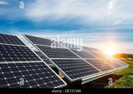 Solarpaneele, Fotovoltaik - alternative Stromquelle - selektiver Fokus, Kopierfläche - Stockfoto