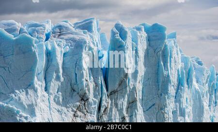 Gletscher Perito Moreno (Glaciar Perito Moreno), die Berge und den Lago Argentino (Lago Argentino), Nationalpark Los Glyacious. Patagonien, Argentinien - Stockfoto