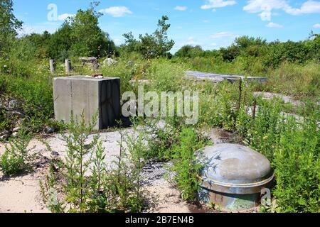 Die Nike Missile Launch Site NY-49 ist eine alte, verlassene Militärstruktur, die auf das Jahr 1955 zurückgeht und hier am 11. August 2019 in Queens, New York, U zu sehen ist - Stockfoto
