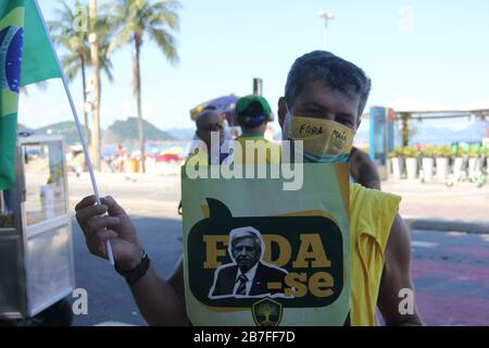 Rio De Janeiro, Rio de Janeiro, Brasilien. März 2020. (INT).Bewegung an den Stränden von Rio de Janeiro.15. März 2020, Rio de Janeiro, Brasilien:Bewegung der Menschen an den Stränden Copacabana und Ipanema in Rio de Janeiro.Auch mit dem Dekret, Agglomerationen im Bundesstaat Rio de Janeiro wegen des Corona-Virus zu verbieten, Strände werden immer noch gefüllt und verändern nicht das Leben von Cariocas, heute Sonntagnachmittag (15). (Carioca ist Name für jemanden aus Rio de Janeiro).Credit:Fausta Maia/Thenews2 Credit: Fausto Maia/TheNEWS2/ZUMA Wire/Alamy Live News - Stockfoto