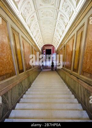Treppenhaus in der Villa Farnesina - Rom, Italien - Stockfoto