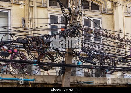Kabelgewirr in Bangkok, Thailand - Stockfoto