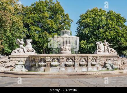 Bavaria-München-Deutschland, 13. Oktober. 2019: Wittelsbacher Brunnen am Lenbachplatz in München. Der Wittelsbacher Brunnen ist ein monumentaler Brunnen auf der