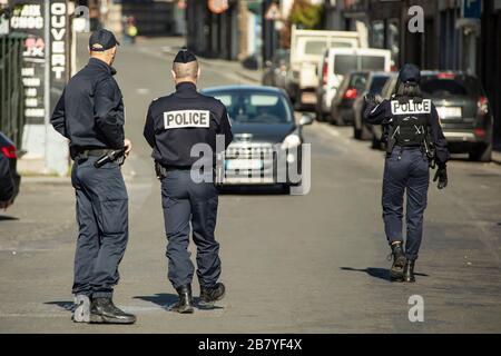 Wattrelos, Frankreich. März 2020. Französische Polizisten ...