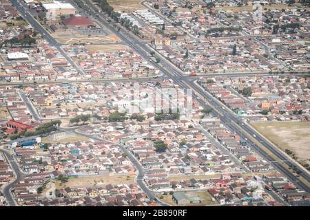 Johannesburg, Südafrika - 1. Dezember 2019 - Luftbild der Wohngegend der Mittelschicht Stockfoto