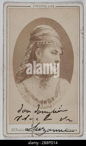 Porträt von Delphine Lissy oder Lizy (Schauspielerin) Portrait de Delphine de Lissy ou Lizy, actrice. 1860-1890. Carte de visite (recto). Tirage sur Papier Albuminé. Photographie de Joseph Tourtin (né en 18325). Paris, musée Carnavalet.