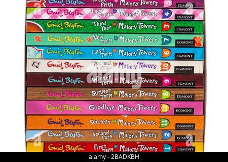Komplette Malory Towers Collection Bücher von Enid Blyton - Stapelstapel gestapelt Stockfoto