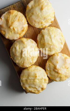 Zitronenmuffins mit Zitronenglasur - Stockfoto