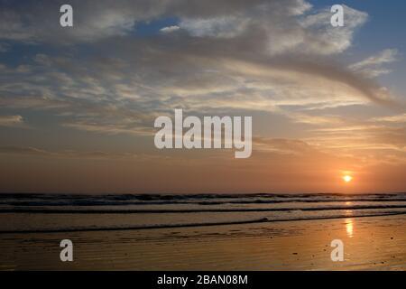 Schöner Sonnenuntergang entlang der Küste von Nicaragua. - Stockfoto