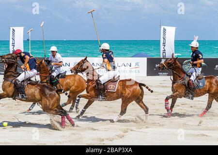 Miami Beach Florida AMG Polo World Cup Mann Männer Spieler einheitliche Pferd Pony Spiel - Stockfoto