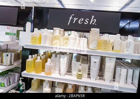 Florida, FL, Süd, Miami Beach, SoBe, Collins Avenue, Sephora, Shopping Shopper Shopper Shop Geschäfte Markt Märkte Kauf Verkauf, Mercha - Stockfoto