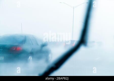 Hollywood Florida Interstate 95 95 Regen Regen starker Regenguss eingeschränkte Sichtbarkeit Autobahnfahrt Verkehr gefährlich vorsichtigen w - Stockfoto