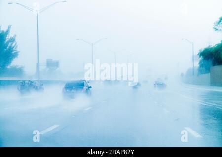 Hollywood Florida Interstate 95 95 Regen Regen starker Regenguss eingeschränkte Sichtbarkeit Autobahnfahrt Verkehr gefährlich vorsichtigen v - Stockfoto