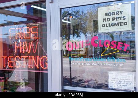 Miami Beach Florida Alton Road Geschäft Thrift Store Shop vor dem Eingang aus dem Schrank AIDS Healthcare Foundation melden keine pe - Stockfoto