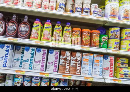 Miami Beach Florida Alton Road lateinischen Lebensmittelgeschäft Geschäft Regal Regale Einzelhandel für Verkauf konkurrierender Marken Lebensmittel Milch cho - Stockfoto