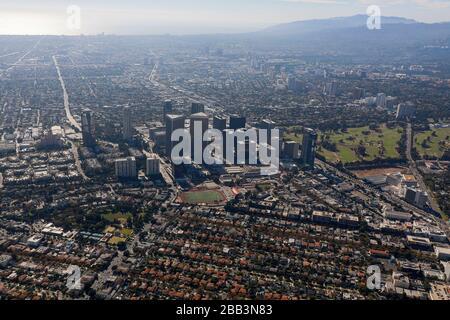 Allgemeine Luftaufnahme von Century City während eines Flugs um Südkalifornien am Samstag, 5. Oktober 2019, in Los Angeles, Kalifornien, USA. (Foto von IOS/Espa-Images) - Stockfoto