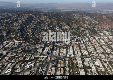 Allgemeine Luftaufnahme von West Hollywood während eines Flugs um Südkalifornien am Samstag, 5. Oktober 2019, in Los Angeles, Kalifornien, USA. (Foto von IOS/Espa-Images) - Stockfoto