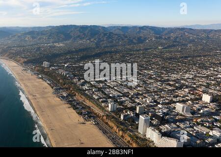 Allgemeine Luftaufnahme von Santa Monica während eines Flugs rund um Südkalifornien am Samstag, 5. Oktober 2019, in Los Angeles, Kalifornien, USA. (Foto von IOS/Espa-Images) - Stockfoto