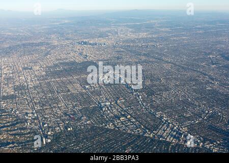 Allgemeine Luftaufnahme von Los Angeles während eines Flugs um Südkalifornien am Samstag, 5. Oktober 2019, in Los Angeles, Kalifornien, USA. (Foto von IOS/Espa-Images) - Stockfoto