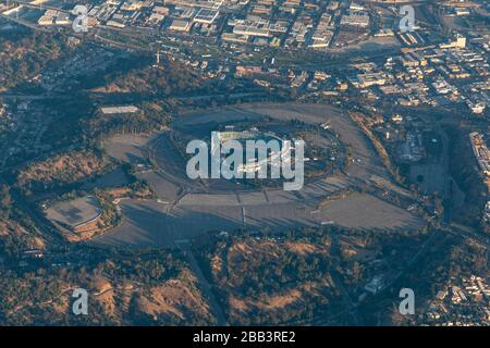 Allgemeine Luftaufnahme des Dodger Stadium während eines Flugs um Südkalifornien am Samstag, 5. Oktober 2019, in Los Angeles, Kalifornien, USA. (Foto von IOS/Espa-Images) - Stockfoto
