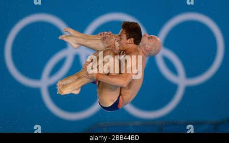 Tom Daley und Peter Waterfield (rechts) aus Großbritannien während des synchronisierten 10-m-Plattform-Finales der Männer