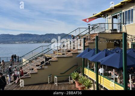 SANTA MONICA, CA/USA - 30. JANUAR 2020: Schöner Meerblick vom Ende des Santa Monica Pier - Stockfoto