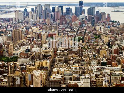 Blick vom Empire State Building von Lower Manhatten und Wall Street, New York, NY USA - Stockfoto