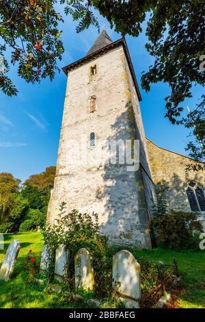 Holy Trinity Church, ein denkmalgeschütztes historisches Gebäude in Bosham, einem kleinen Dorf im Chichester Harbour, West Sussex, an der Südküste Englands