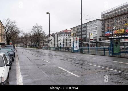 Ein Übersichtsbild zeigt die leere Sonnenstraße in München (Oberbayern) am Samstag, 21. März 2020. [Automatisierte Übersetzung] - Stockfoto