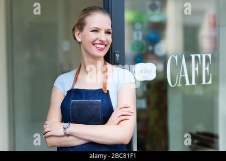 Stolze junge Frau Café Besitzer - Stockfoto