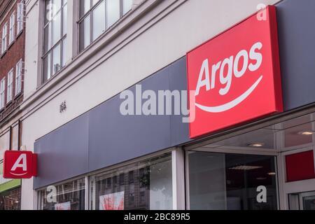 Argos Store, großer britischer High Street Händler - Außenlogo / Beschilderung - London - Stockfoto