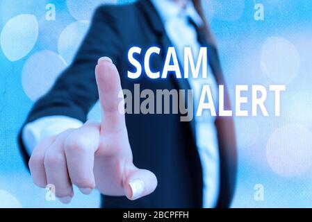 """Hinweis zur Meldung """"Scam Alert"""" wird geschrieben. Geschäftskonzept für unerwünschte E-Mails, die die Aussicht auf ein Schnäppchen in Anspruch nimmt - Stockfoto"""