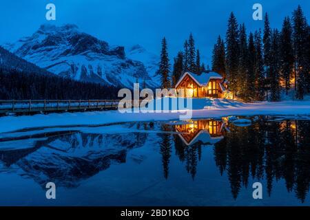 Cilantro am Smaragdsee im Winter, Emerald Lake, Yoho National Park, UNESCO, British Columbia, Canadian Rockies, Kanada - Stockfoto