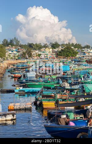 Fischerboote im Hafen, Cheung Chau, Hongkong, China, Asien - Stockfoto