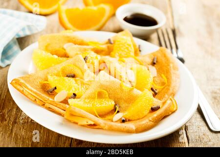 Crepes mit Orange und Schokolade - Stockfoto