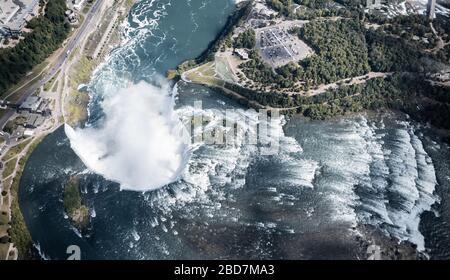 Niagara-Wasserfall von oben, Luftansicht des Niagara-Wasserfalls. - Stockfoto