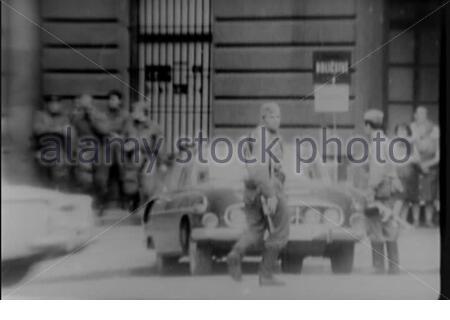 """""""Čeština: Sovětské okupační síly.Français: Forces d'occupation soviétiques.; 27. August 1968; https://archive.org/details/gov.archives.arc.1536420; Nationalarchiv (archive.org); ' - Stockfoto"""