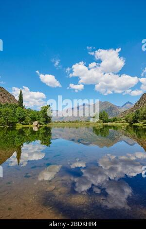 Panta de la Torrassa See in den Bergen, Pyrenäen, Provinz Lleida, Katalonien, Spanien - Stockfoto