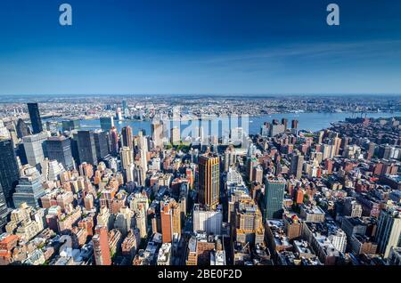 Moderne Gebäude in der Skyline von New York, New York, USA - Stockfoto