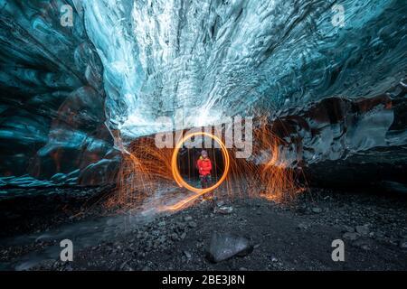 In einer Gletschereishöhle in Island - Stockfoto