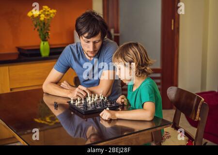 Happy Family spielen Brettspiel zu Hause
