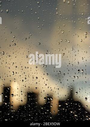 mettmann, deutschland - 2010.10.30: Regentropfen auf dem Glas eines Fensters - Stockfoto