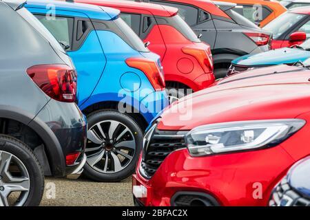 Autos zum Verkauf in einer Garage Vorplatz, Irvine, Ayrshire - Stockfoto