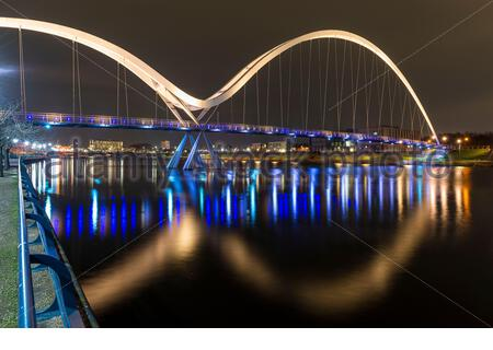 Die Infinity Bridge bei Nacht, Stockton on Tees, Teesside - Stockfoto