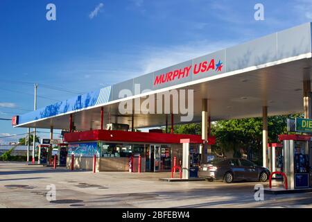 8/25/2019 Miami Florida - Murphy USA Tankstelle und Supermarkt auf einem Paket von einem Walmart Supercenter. - Stockfoto