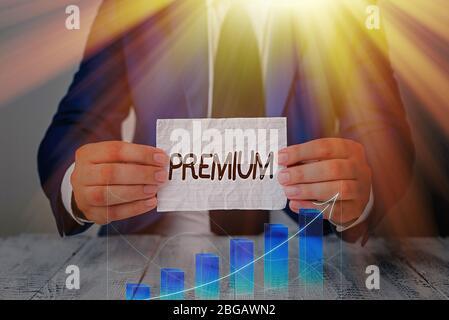 Texteingabe Premium. Geschäftsfoto, auf dem etwas oder jemand von höherer oder überragender Qualität EINE Belohnung präsentiert wird - Stockfoto